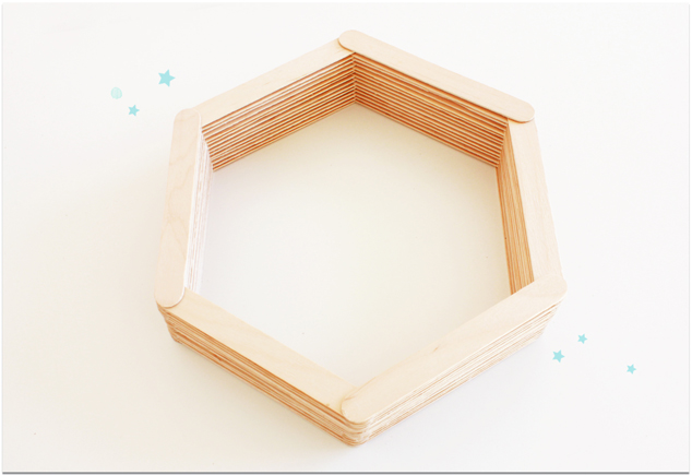 DIY Hexagon-Regal aus Bastelhölzern